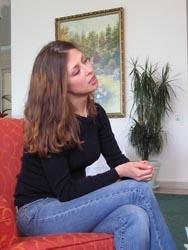 Julia Jusik, die mit ihrem Buch über die Selbstmordattentäterinen in Tschetschenien für Aufsehen sorgte, kam zu einer ausgedehnten Pressereise nach Österreich und Deutschland. Hier beim beim ORF-Interview im Mörwald Fontana. Interessierte Gäste hatten die Möglichkeit, mit der jungen Moskauer Journalistin über ihre Recherchen in Tschetschenien zu reden und mehr über die traurigen Schicksale der Kamikaze-Frauen zu erfahren.
