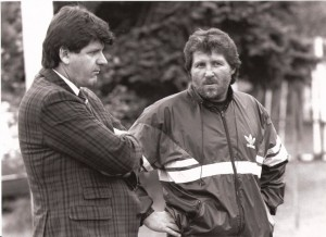 Zwei Kaisermühlner beim SK VÖEST in Linz wieder vereint. Manager Ferdinand Milanovich und Trainer Willy Kreuz in der Spielzeit 1988/89.