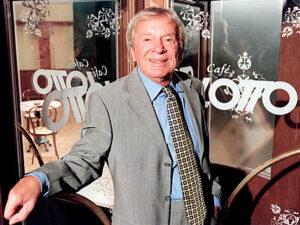 """Seine letzte große Rolle verkörperte Ossy Kolmann im """"Lotto-Studio"""" als Oskar Straub. Mit den Worten """"Lotto - Alles ist möglich"""" ging er in die Geschichte ein. Foto: ORF"""