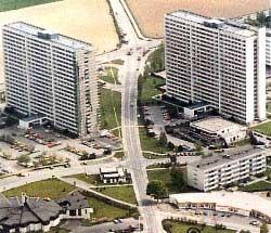 Die beiden 20stöckigen Hochhäuser am Harter Plateau in Leonding bei Linz wurden von der VÖEST für die VÖEST´ler und deren Familien gebaut.