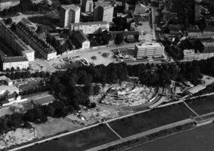 Bau des Brucknerhauses an der Donau, die Eröffnung fand am 23. März 1974 durch Bundeskanzler Dr. Bruno Kreisky statt.