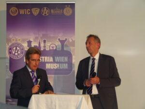 FAK-Stadion-Stimme Erwin Gruber (links) moderierte und FAK-Museums-Kurator Gerhard Kaltenbeck referierte. Foto: oepb