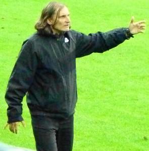 Er fühlte sich von seiner Mannschaft im Regen stehen gelassen. Vienna-Coach Alfred Tatar.