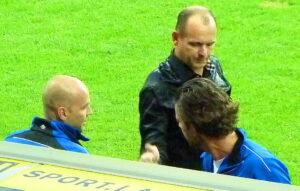 Der siegreiche Trainer. Martin Scherb (Bildmitte) mit seinem Betreuer-Stab Hannes Spilka (links) und Christoph Reisinger.