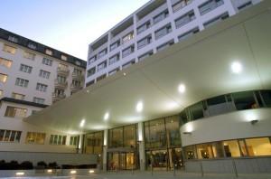 Der Eingangsbereich im Krankenhaus der Barmherzigen Schwestern in Linz. Foto: Vinzenz Gruppe
