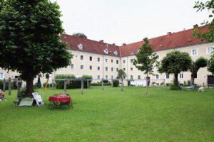 Blick in die Innenhofidylle der Harbachsiedlung, 2012. Foto: NORDICO Stadtmuseum Linz