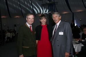 V.l.: WKÖ-Präsident Dr. Christoph Leitl, Mag. Catharina Trierenberg und Christian Trierenberg. Foto: TANNPAPIER