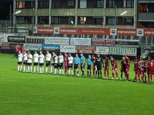 Traditions-Teams in Traditions-Farben. Schwarz-Weiße Dornbacher gegen Rot-Schwarze Simmeringer.