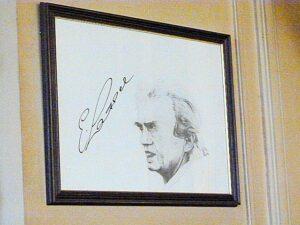 """In seinem Stammcafe """"Ritter"""" hängt ein Erinnerungsbild an Ernst Happel. Foto: oepb"""