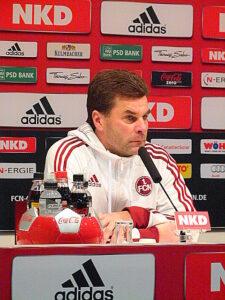 Nachdenklich aber zufrieden war Dieter Hecking, Trainer des 1. FC Nürnberg. Foto: oepb