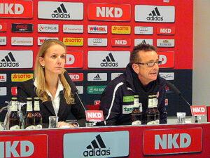 1. FCN-Presse-Lady Katharina Wildermuth und Norbert Meier, Fortuna Düsseldorf-Trainer. Foto: oepb