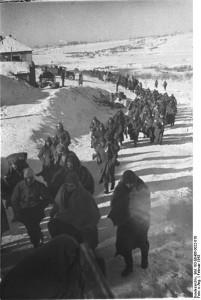 Gefangene am Weg in die Kriegsgefangenschaft. Foto: Allg. Deutscher Nachrichtendienst