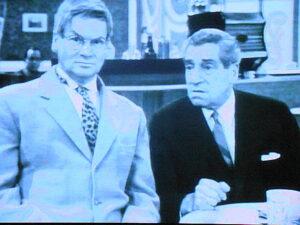 Heinz Conrads (links) im Kabarett Simpl mit Karl Farkas.