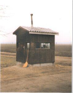 """Als """"Kuhhirt 314"""" versahen wir in dieser Holzhütte unseren Dienst. Foto: oepb"""