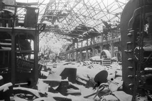 """Ruine einer Werkhalle des Stahlwerks """"Roter Oktober"""". Foto: Zelma/RIA Novosti Archive"""