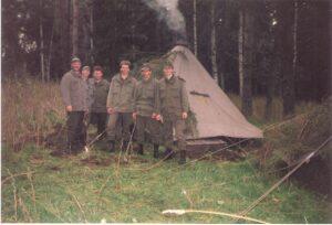 Hurra, wir leben noch und haben die Grundwehrdiener- und Reservisten-Übung in Allensteig überlebt. Foto: oepb