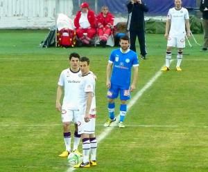 Anstoss zur 2. Spielhälfte. Im Bild: Philip Hosiner und Florian Mader, sowie Dario Tadic. Im Hintergrund: Alexander Gorgon. Foto: oepb