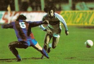 Gerhard Steinkogler (rechts) gegen Jose Ramon Alexanko (Nr. 6) bei einem seiner dynamischen Vorstöße vom Hinspiel in Wien. Foto: privat/oepb