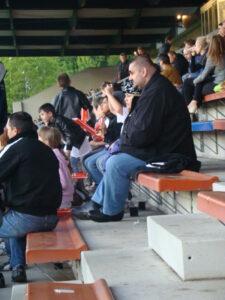 Besucher auf der Haupttribüne der Hohen Warte bei einem Vienna-Match. Foto: oepb