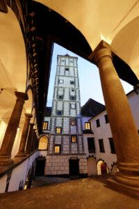 Innenhof-Blick auf den Burgfried der Schallaburg. Foto: Manfred Horvath