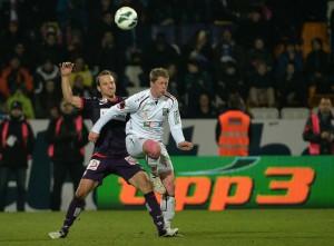Tomas Jun (Austria, links) hatte an diesem Abend mehrmals gegen Christian Thonhofer (WAC) das sportliche Nachsehen. Foto: GEPA
