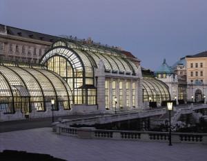 Anstelle des abgerissenen klassizistischen Gewächshauses (Ludwig v. Remy, 1823 - 1826) errichtete ab 1901 Hofarchitekt Friedrich Ohmann das heutige Palmenhaus. Foto: Michalski