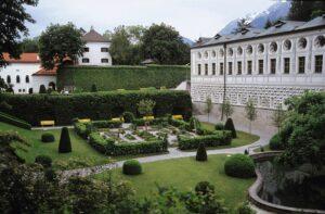 Keuchengarten mit Renaissancebeet - die 20 ha große Schlossparkanlage von Ambras entstand zwischen 1566 und 1570. Foto: Michalski