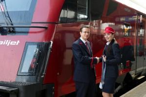 Zugbegleiter der ÖBB und der ČD vor dem railjet. Foto: ÖBB/Zenger