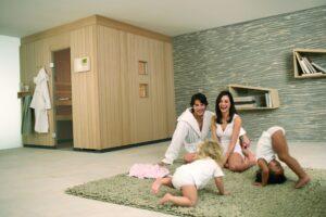 Für Wand und Deckenelemente ist die saubere Verarbeitung der Saunahölzer wichtig, damit die Wärme und Feuchte der Sauna nicht verloren geht. Foto: KLAFS MY SAUNA AND SPA