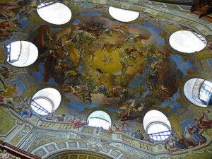 Normalerweise gibt es nur Kirchen Kuppeln, der Prunksaal der Österreichischen Nationalbibliothek verfügt jedoch auch über eine sehenswerte Kuppel. Foto: oepb