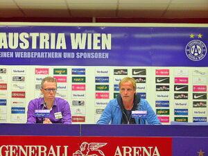 Peter Stöger (links) und Heimo Pfeifenberger bei der Pressekonferenz nach dem Spiel. Foto: oepb