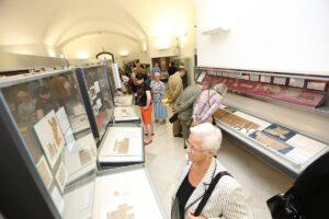 Gang durch die Ausstellung. Foto: Österr. Nationalbibliothek/APA-Fotoservice/Hinterramskogler