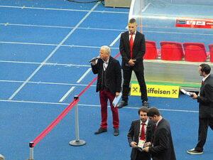 Stadionsprecher Andy Marek sorgte auch in der Halbzeit für Euphorie-Stimmung auf den Rängen. Foto: oepb