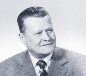 Bildtext: Pionier und Vorreiter war Eduard Klinger sen., als er anno 1963 das damals hierzulande bei weitem noch nicht so bekannte Kunststoff-Fenster nach Österreich brachte. Foto: Internorm.