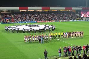 Team-Aufstellung beider Vereine beim Erklingen der Champions-League-Hymne.Foto: oepb