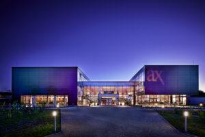 AX - Nachtaufnahme Vorderansicht