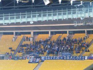 Blau-Weiße FC Porto-Fan-Abordnung gestern Abend in Wien. Foto: oepb