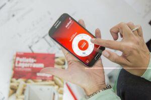 Windhager bietet seine innovative App kostenlos in den App Stores für Apple- und Androidsysteme an. Zusätzlich gibt es für alle, die ihren Pelletslagerraum lieber auf ihrem PC oder Laptop planen, eine Browserversion. Foto: Windhager