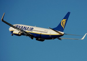 800px-Ryanair.b737-800.aftertakeoff.arp