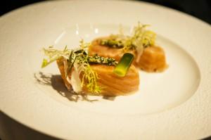 Ultra Rare Smoked Wild Salmon; Braised Baby Leeks, Sauce Gribiche by Eric Ripert. Foto: ÖWM