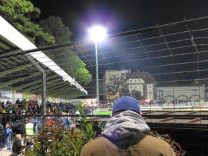 Freitag Abend, 19.30 Uhr - Fußball bei Fluchtlicht. Fan-Herz, was willst Du mehr? Foto: oepb