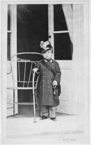 Kronprinz Rudolf in Oberstuniform des 19. Infanterieregiments Wien, 1861. Foto: Ludwig Angerer