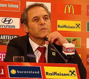 Der erfolgreiche ÖFB-Teamchef Marcel Koller bei der Spiel-Analyse. Foto: oepb