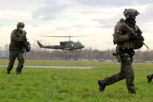 Hubschrauber AB212 mit Soldaten des Jägerbataillon 25 aus Kärnten. Foto: Milkdo OÖ