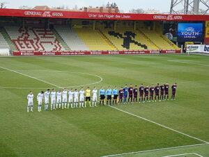 Beide Teams vor Spielbeginn (links St. Petersburg, rechts die Austria): Foto: oepb