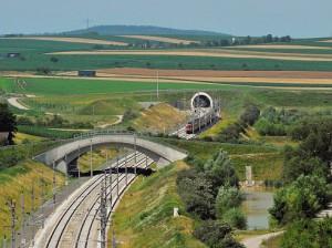Auf der neuen Höchstleistungsstrecke erreichen die St. Pöltner Wien in nur 25 Minuten (und umgekehrt). Foto: Robert Deopito