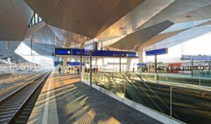 In bereits einem Jahr geht der neue Wiener Hauptbahnhof in seinen heiß ersehnten Vollbetrieb. Foto: Roman Bönsch