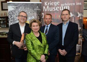 V.l.: Kurt Farasin (Geschäftsführer Schallaburg), Anita von Hohenberg (Hausherrin Schloss Artstetten), Christian Ortner (Direktor Heeresgeschichtliches Museum Wien), sowie Christian Rapp (wissenschaftliches Team Schallaburg) Foto: Helmut Lackinger