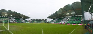 Ganze Arbeit leisteten die RAPID-Fans im Vorfeld des 308. Wiener Derbys, um ihr Stadion in komplett grün-weißes Tuch zu hüllen. Foto: GEPA