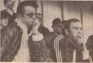 Die Austria verliert am Samstag, 3. April 1982 beim LASK in Linz mit 0 : 2. Joschi Walter (links) auf der Tribüne mit Neo-Trainer Wenzel Halama ist darob not amused.